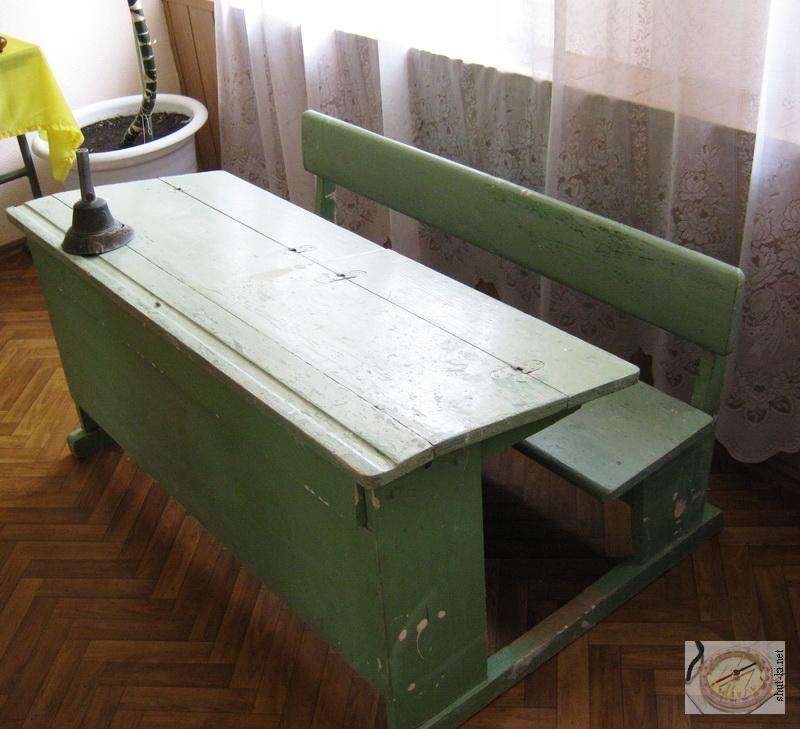 Старая школьная парта из СССР