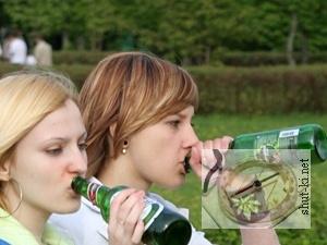 - Алкоголизм: актуальная проблема подростков. Видео о вреде пьянства.